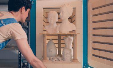 Núria Torres y la expresión artística a través del mármol y la porcelana.