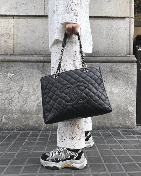 "2019-07-15 16_57_25-Setdart.com _ Auction House en Instagram_ ""This CHANEL bag, among others, will b"