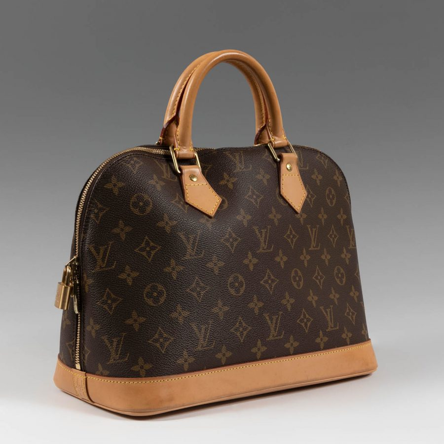 Vuitton, Chanel, Gucci  y modelos icónicos como el Birkin de Hermés. Bolsos y vestidos de las firmas más exclusivas las encontrarás en la categoría de Vintage.