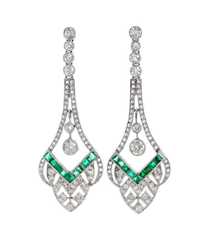 Desde piedras preciosas como las esmeraldas hasta las clásicas perlas montadas sobre estructuras para collares, pendientes, anillos y pulseras. En nuestra categoría de joyas encontrarás la pieza perfecta.